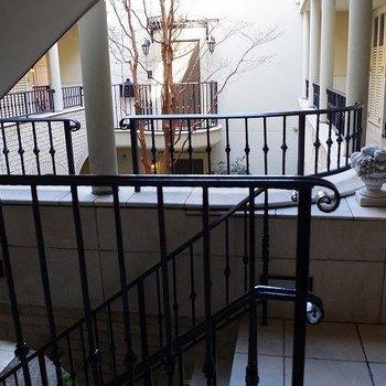 お部屋をでると中庭です 素敵すぎます。 ※写真は2階似た間取り別部屋のものです。