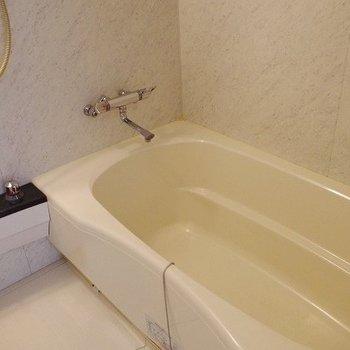 お風呂です。広い・・・ ※写真は2階似た間取り別部屋のものです。