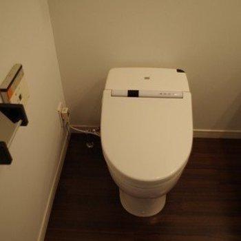 トイレです。 ※写真は2階似た間取り別部屋のものです。