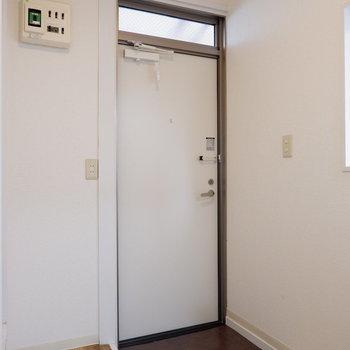 玄関横にはシューズボックス置きましょう。