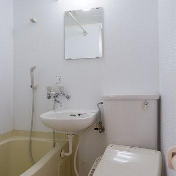 浴室はカーテンで仕切れます。