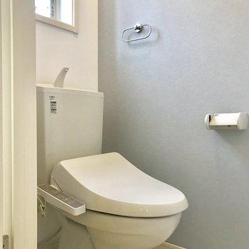 トイレは玄関前にあり、独立してます。