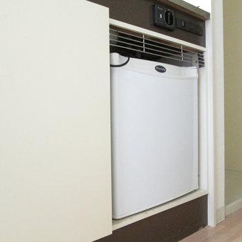 下はミニ冷蔵庫付き。