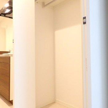 キッチン横の収納です。※写真は3階の反転間取り別部屋のものです