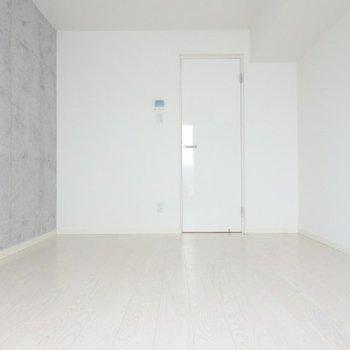 コンクリート打ちっぱなしがおしゃれ!※写真は3階の反転間取り別部屋のものです