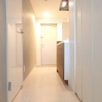 リビングにつながる廊下です。※写真は3階の反転間取り別部屋のものです