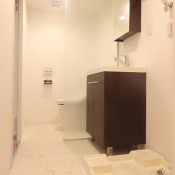 洗面所は広くて使い勝手◎※写真は3階の反転間取り別部屋のものです