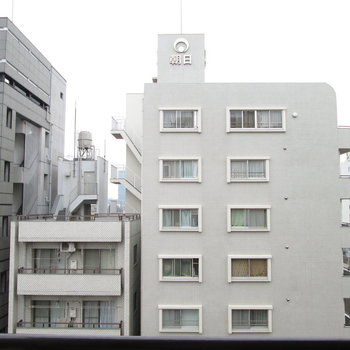 8階なので窓からの景色も高いです。