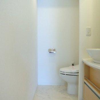 トイレは1階にもあります(※写真は同間取り、別部屋のもの)