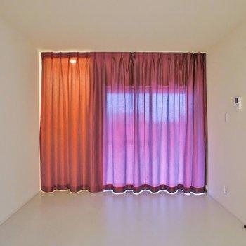 カーテンひとつでゴージャスな雰囲気
