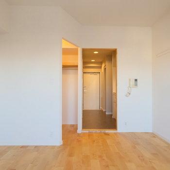 玄関廊下と居室の間には・・・