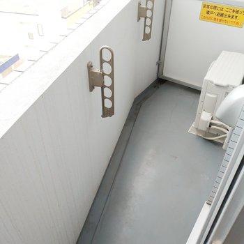 洗濯物を干したりぼーっとしたり※写真は別部屋似た間取りのものです。ベランダはもっと広いです。