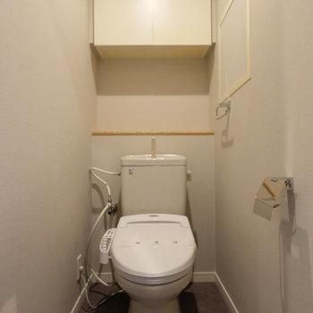トイレにはウォシュレットも!収納も◎