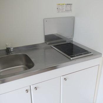 調理スペースもひとり暮らしなら充分サイズかな?