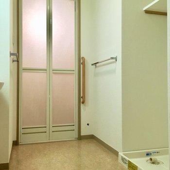 ゆとりのある洗面所。※写真は3階の同間取り別部屋ものです