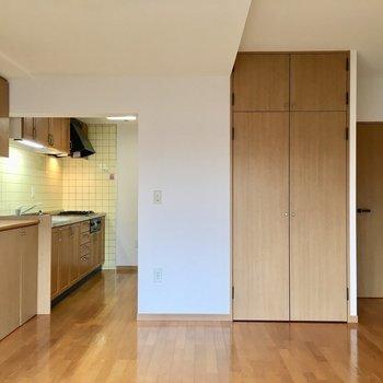 【LDK】広々リビングに行ってみましょう。※写真は3階の同間取り別部屋ものです