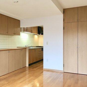 【LDK】キッチンまでナチュラルな木目調で統一されています。※写真は3階の同間取り別部屋ものです