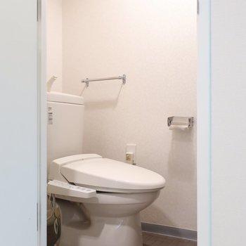 トイレもウォシュレット完備です。