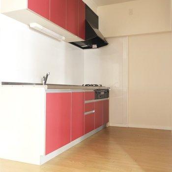 情熱の真っ赤なキッチンがアツい!!