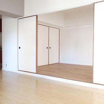 お隣には洋室も。襖を外して使うのもオススメ♪