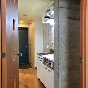 廊下側、扉すぐには冷蔵庫がおけます。※写真は前回募集時のものです