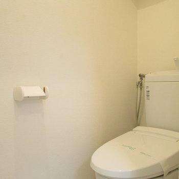 浴槽隣はトイレです。