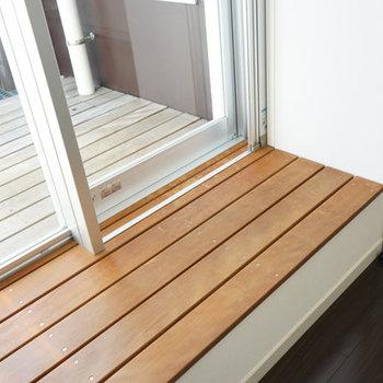 窓辺のちょっとしたスペース、いいですよねぇ。※写真は4階の反転間取り別部屋のものです