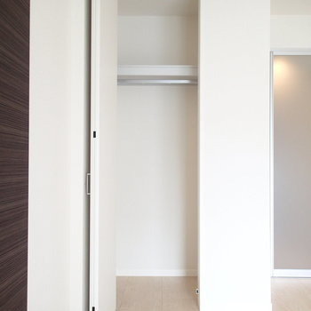 お部屋の収納はちいさめかな〜。※写真は2階同間取り別部屋のものです