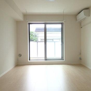 爽やかなお部屋。※写真は2階同間取り別部屋のものです