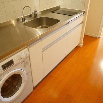 キッチンはとても豪華!※写真は2階の同間取り別部屋のものです