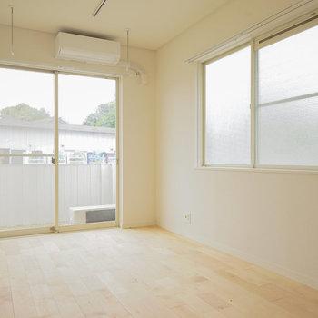 【イメージ】リビング空間、2面採光です◎※写真は似た間取りの別部屋です