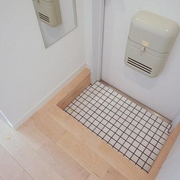 【イメージ】玄関も白タイルです!※写真は似た間取りの別部屋です