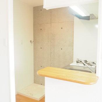 ミニカウンター付きのキッチン!※写真は4階の反転間取り別部屋のものです