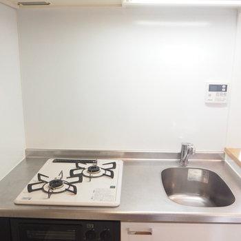 2口コンロで料理もたのしく!※写真は4階の反転間取り別部屋のものです