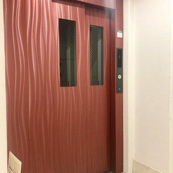 3階なのでエレベーターは必須ですね。
