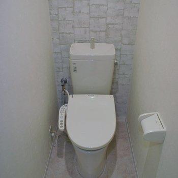 トイレには棚付き