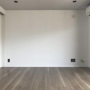コンセントプレートがグレーなのがオシャレ!※写真は4階の反転間取り別部屋のものです。