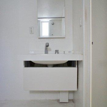 洗面台もお洒落に決まってる♩※写真はクリーニング前※写真は前回募集時のもの。