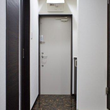 ホテルライクな玄関。