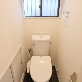 トイレはもちろん個室でウォシュレット。