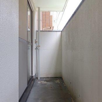 バルコニーは塀が高いので日当たりが少しだけ悪いかな〜。