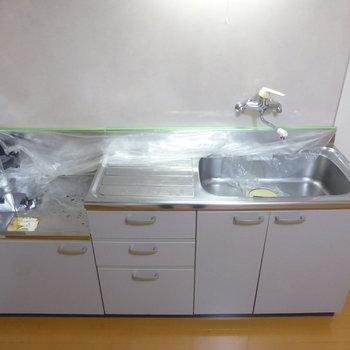 キッチンはコンロ未設置です。でも広くて使いやすそう。