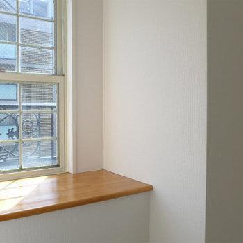 今回の間取は南側の出窓が付いているタイプ。お花など飾っておきたい※写真は別部屋です。