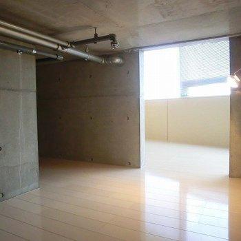 ここは!床下というか、洞窟のような雰囲気。※写真は11階の同間取り別部屋のものです