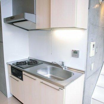 使いやすそうなキッチン。※写真は11階の同間取り別部屋のものです