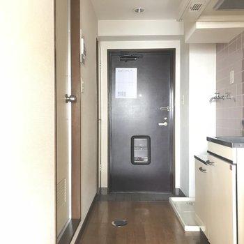 玄関扉はヴィンテージっぽっくて雰囲気出てます!※工事前の写真です