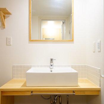 【イメージ】洗面台にも木のぬくもりを