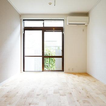 【イメージ】ベッドを窓際において、ゆったりと朝を迎える