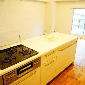 【イメージ】夢のアイランドキッチン。何作りながら帰りを待とう