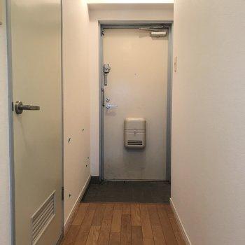 【工事前】リビングの廊下もきれいになります